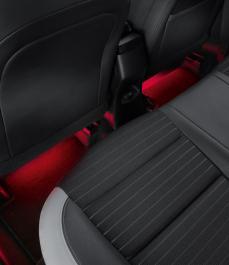 Підсвітка простору для ніг (червоний, другий ряд)